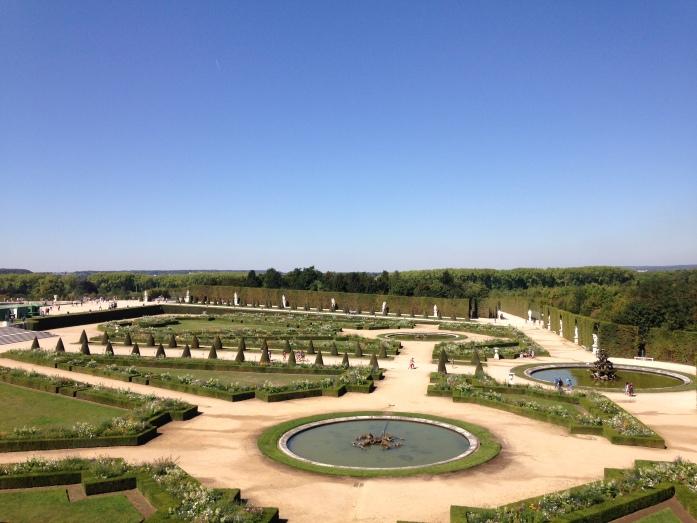 tamannya dilihat dari istana